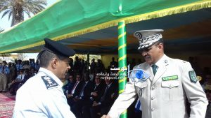 قائد أركان الدرك خلال تكريمه لأحد أعضاء بعثة الشرطة الفلسطينية