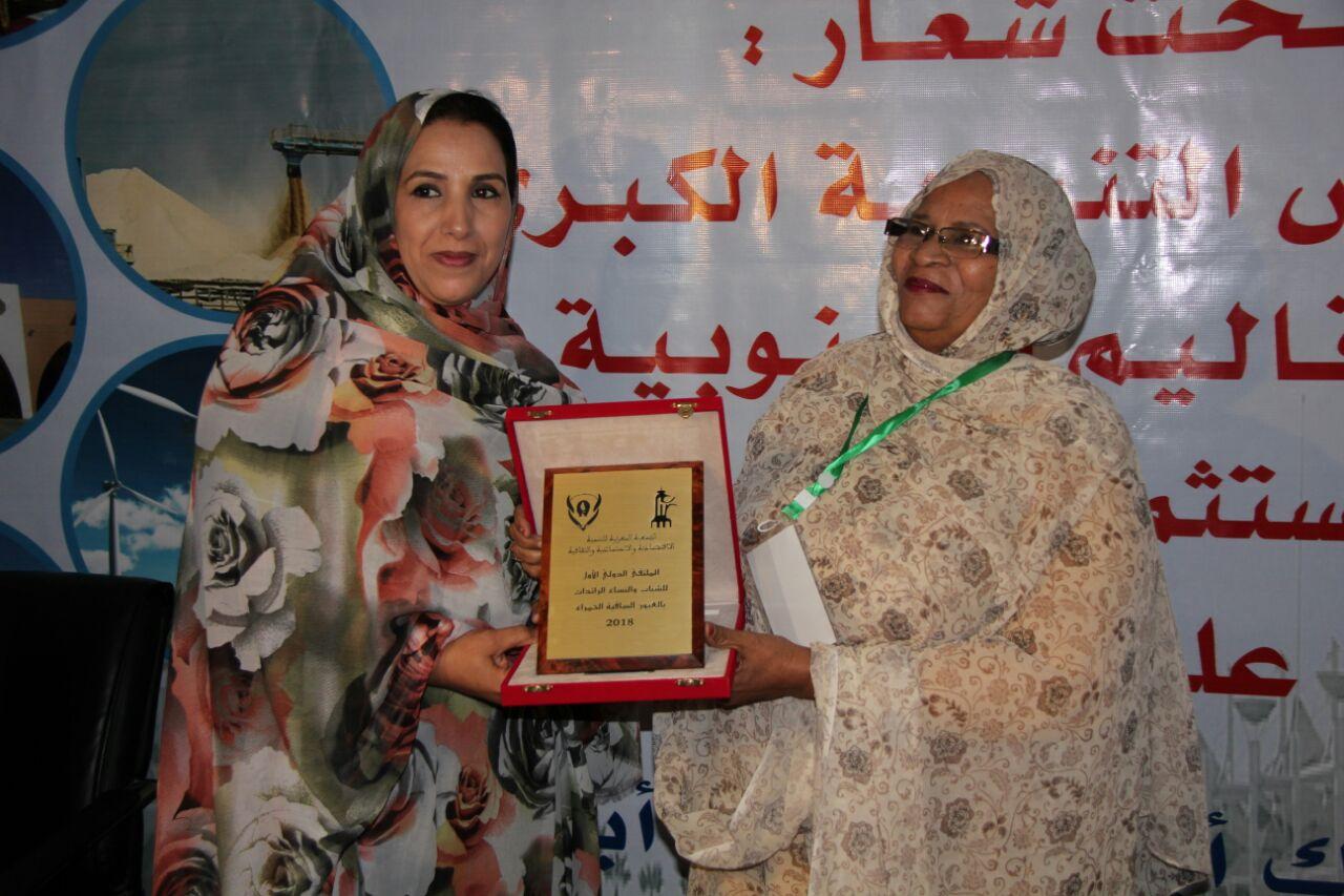 صورة تكريم الحقوقية زينب بنت الطالب موسى ضمن رائدات موريتانيات في المملكة المغربية
