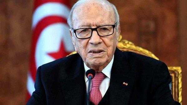 صورة مستشار الرئيس التونسي يطمئن على صحته