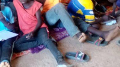 صورة تلاميذ يفترشون الحصير في مدارس ابتدائية بسيلبابي
