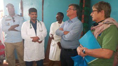 صورة سفير الإتحاد الأوروبي يؤدي زيارة للمركز الصحي في بابابي