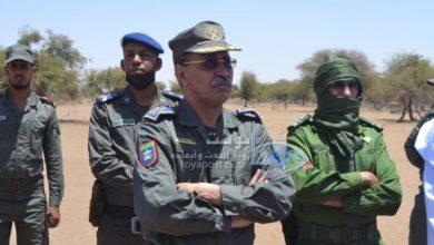 صورة قائد أركان الحرس الوطني يتفقد قواته المتمركزة على الشريط الحدودي بولايتين