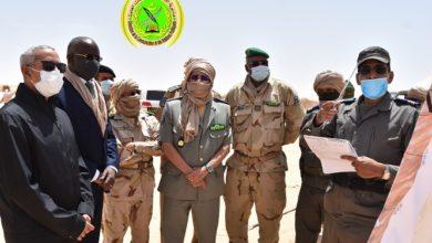 صورة وزيرا الدفاع والداخلية يتفقدان الحزام الأمني لمدينة نواكشوط