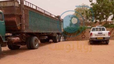 صورة شاحنة تقوم بتفريغ أدوية بطريقة يعتقد أنها غير مؤمنة بلعيون
