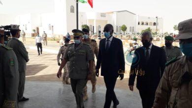 صورة وزير الدفاع يشرف على تخرج الدفعة الثانية من كلية الدفاع لدول الساحل الخمس