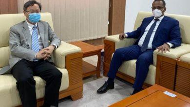 صورة رئيس ارباب العمل يستعرض مع السفير الصيني ببلادنا سبل تطوير التعاون بين ارباب العمل بالبلدين