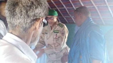 صورة وفد من الأركان العامة للجيوش يقدم واجب العزاء لذوي حادث الشگات