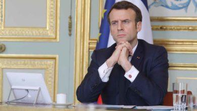 صورة الرئيس الفرنسي يدون بالعربية ردا على حملة مقاطعة بلاده